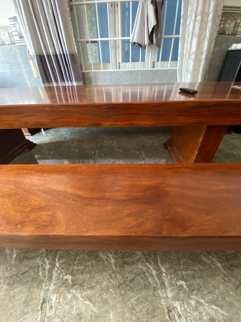 Bán bộ k3 gỗ cẩm nguyên khối dài 3.2m. bàn rộng 90cm dày 16cm. Ghế rộng 40cm dày 14cm. Giá 75tr.