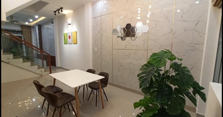 Bán nhà phường Phú Lợi giá 4,5tỷ dt 4*20*61m2tc